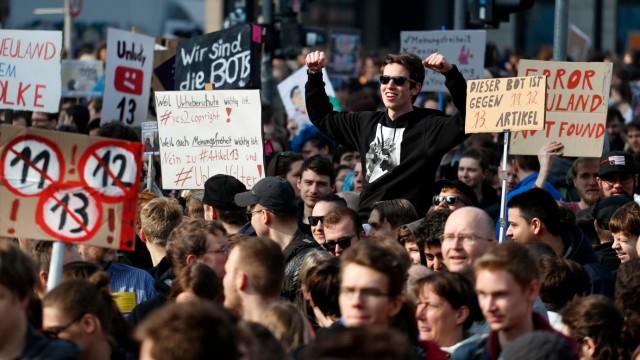 Netzpolitik Demos gegen Upload-Filter
