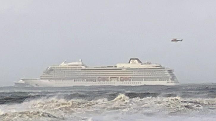 Kreuzfahrtschiff mit 1300 Passagieren in Seenot