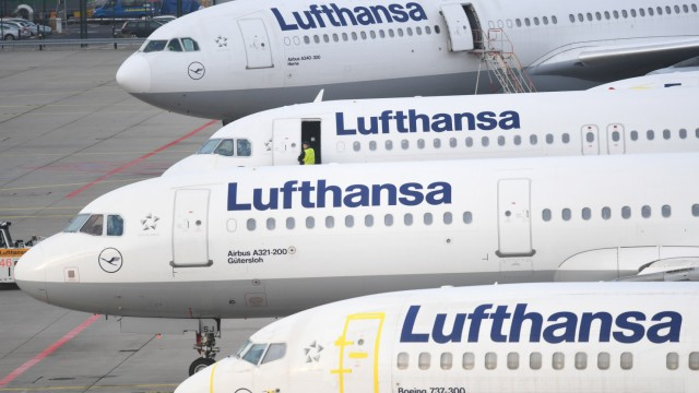Lufthansa-Flugzeuge am Frankfurter Flughafen