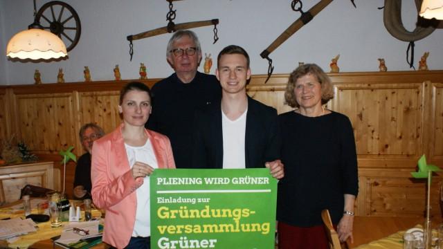 Grüne Pliening neuer Ortsverband, Vorstände Tina Lucka, Konrad Weinstock-Adorno,  Margit Pricha, mit Florian Siekmann (Landtagsabgeordneter,2.v.r.),
