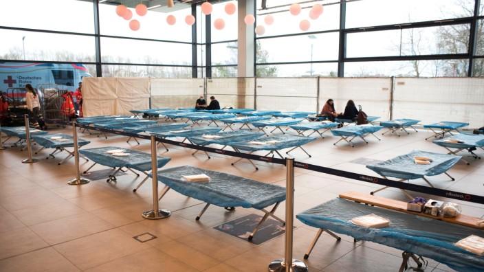 Evakuierung wegen Fliegerbombe - Notunterkunft in Rostock