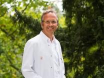 Portrait Prof. Dr. med. Andreas Michalsen, Chefarzt Klinik für Innere Medizin, Abteilung Naturheilkunde, Immanuel Krankenhaus Berlin