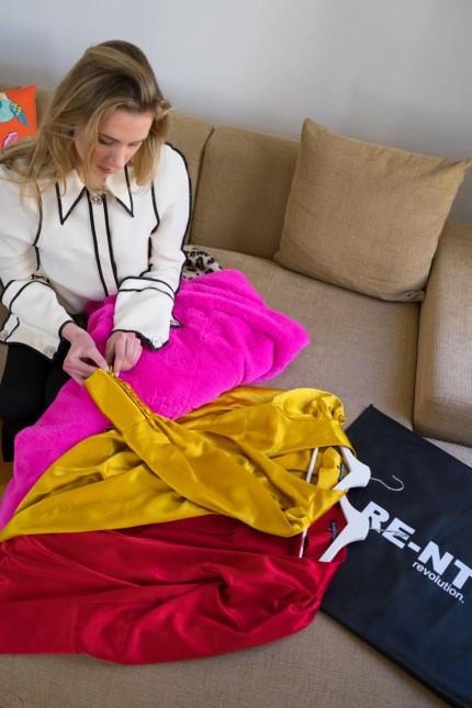 Gründerin Robina von Stein mit Teilen ihrer Leih-Kollektion.