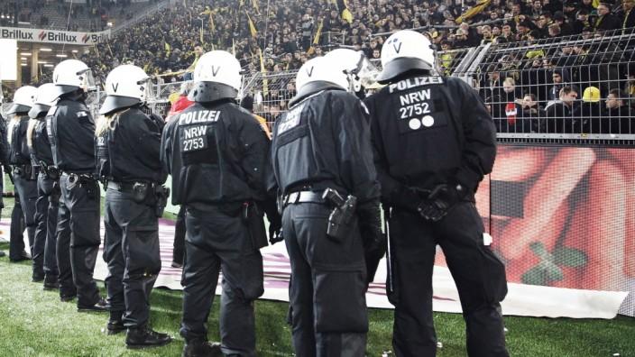 Polizeieinsatz bei Fußballspiel