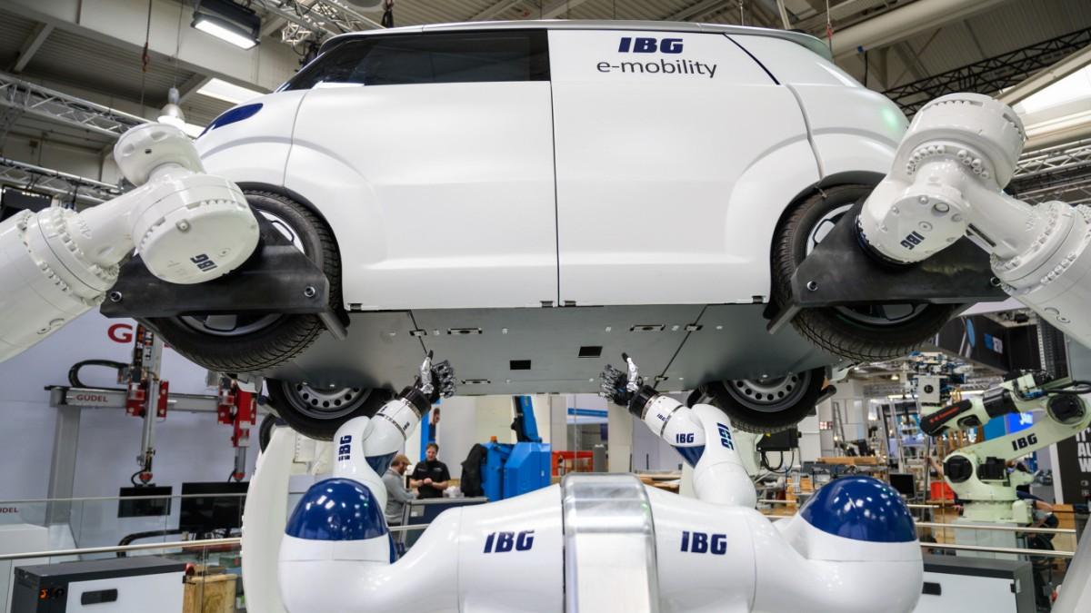 Mit jeder Milliarde kommen die Roboter näher