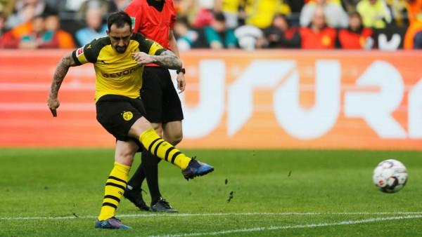 BVB - Paco Alcacer beim Bundesliga-Spiel gegen den VfL Wolfsburg