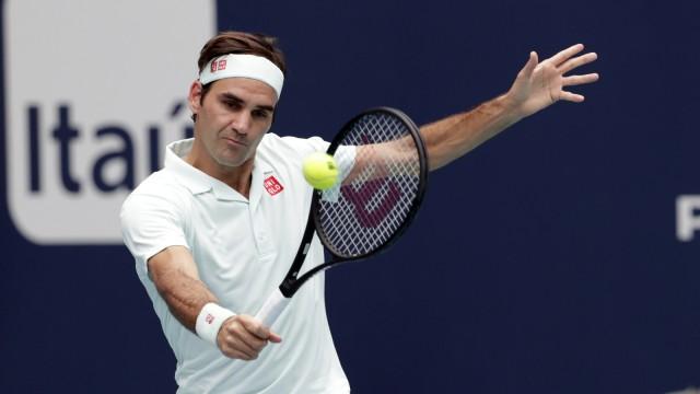 Roger Federer, John Isner