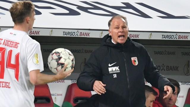 Stefan REUTER Manager FC Augsburg Wut Aerger Einzelbild angeschnittenes Einzelmotiv Halbfigur ha; Stefan Reuter Augsburg