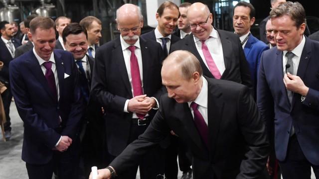 Eröffnung der ersten Mercedes-Benz-Autofabrik in Russland