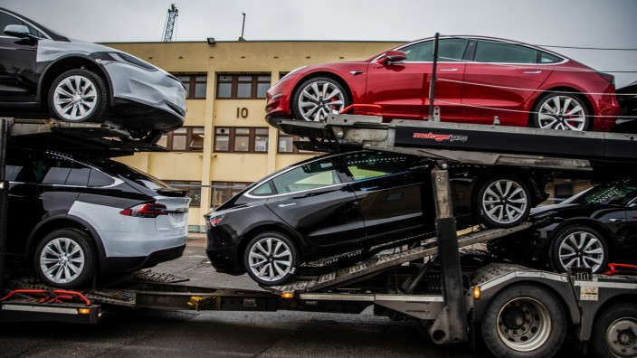 Tesla Inc. Ships Some 1,800 Vehicles in Key Rollout
