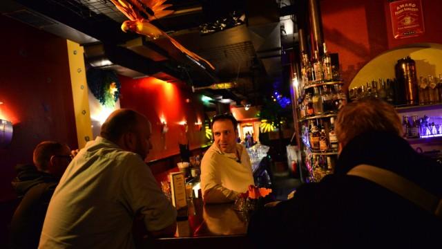 """Bars in München """"1, 2, 3, Tiki Tiki"""""""