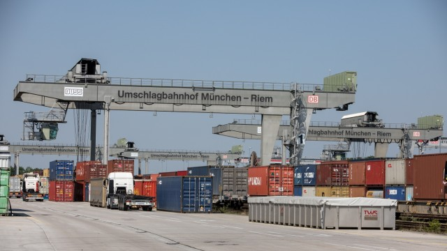 Austausch bzw. Aufbau Stahlträger DUSS-Umschlagterminal, , Hofbräuallee 11, München-Riem