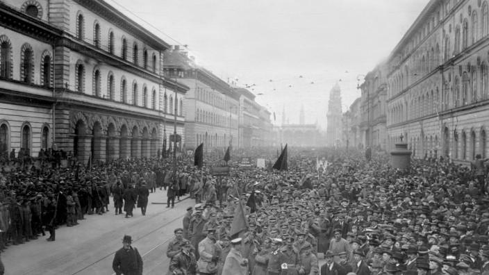 Truppenschau der 'Roten Armee' in München, 1919