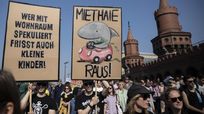 Demonstration gegen steigende Mieten - Berlin