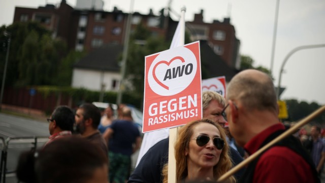 Demonstrationen vor Duisburger ÇProblemhausÈ