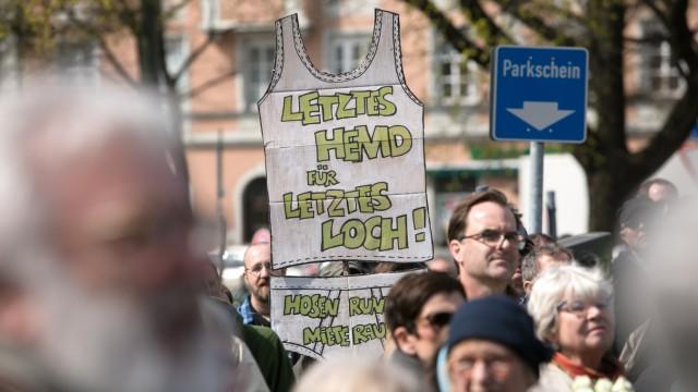 Demo Leonrodplatz, Protestaktion gegen Miethaie und Spekulanten - #ausspekuliert