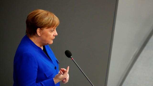 Angela Merkel während der Befragung im Bundestag