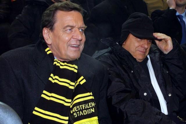 Bundeskanzler Schröder als Borussia-Fan im Westfalenstadion