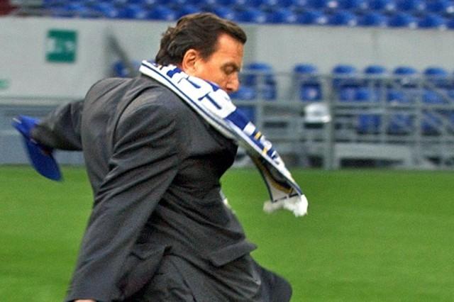 Deutsch-polnische Gespräche 'auf Schalke' - Schröder beim Fußball