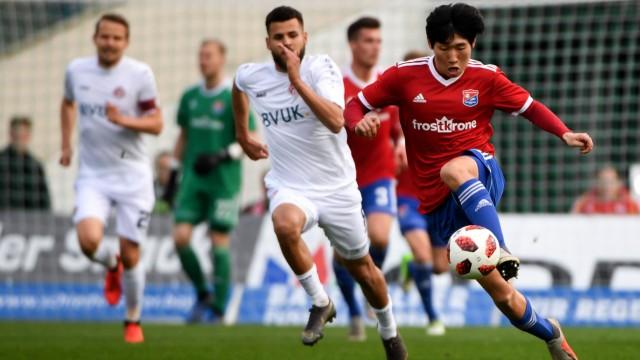 Hyonseok Hong Unterhaching 35 am Ball Fussball BFV Verbandspokal Halbfinale SpVgg Unterhachi