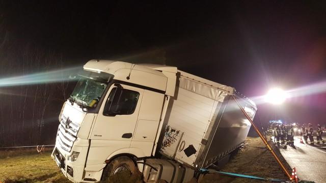 schwere LKW Bergung auf der Autobahn A8 bei Adelzhausen
