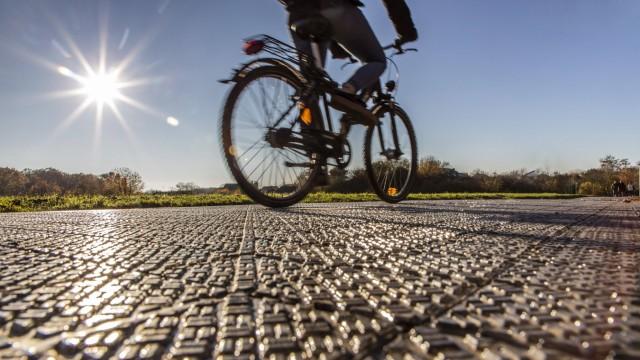 Erster Solarradweg in Deutschland in Erftstadt NRW eine 90 Meter lange Teststrecke mit Solarmodu