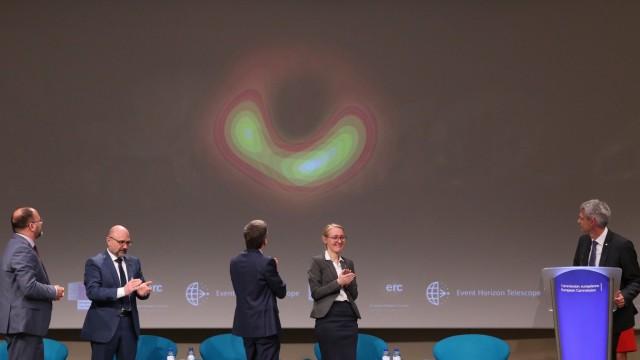 Erstes Bild eines Schwarzen Lochs - Pressekonferenz Brüssel