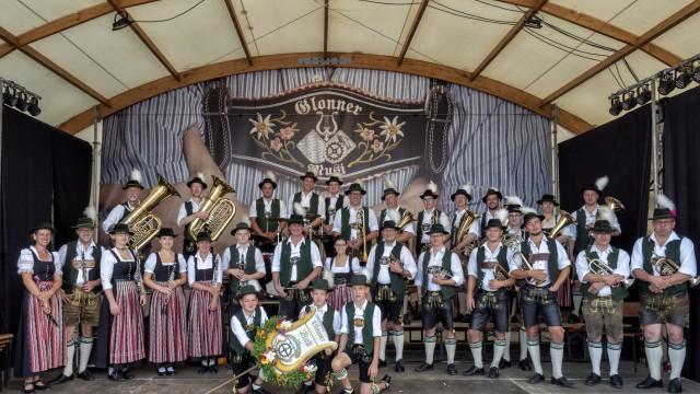 Glonner Musi spielt auf dem Dorffest