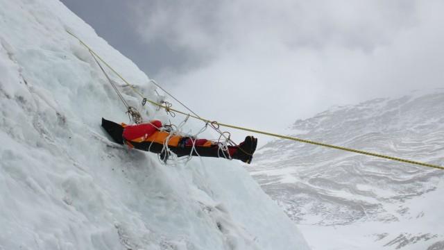 Berge und Wandern Bergsteiger-Leichen am Mount Everest