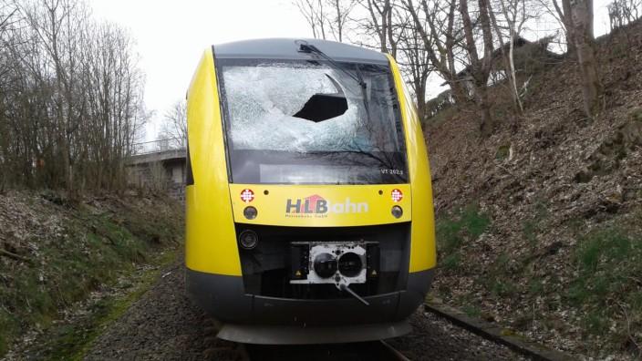 Gullydeckel-Attacke auf Bahn