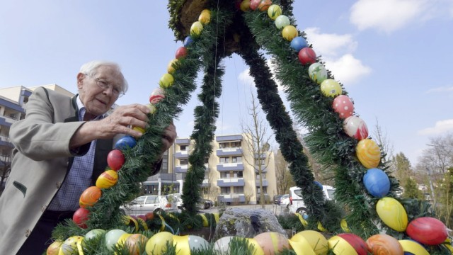 Leben und Gesellschaft Osterbrunnen-Schmücken