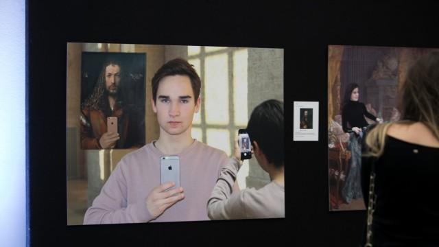 Die Initiative Youthnet präsentiert (unter der Trägerschaft von Lichterkette e.V.)  in  der Pinakothek der Moderne ihr neues Projekt: WIR SIND KUNST!