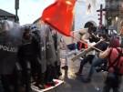 Zusammenstöße zwischen Assange-Unterstützern und Polizei in Ecuador (Vorschaubild)