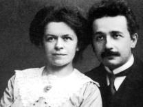 Albert Einstein mit seiner ersten Ehefrau Mileva Maric, 1910