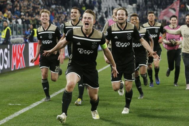 Frenkie de Jong of Ajax Dusan Tadic of Ajax Matthijs de Ligt of Ajax Daley Blind of Ajax David N