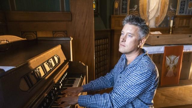 Haar, Kleines Theater, Betsaal Treffen mit Lars David Kellner, Konzertpianist, Arzt, Schneckenforscher,