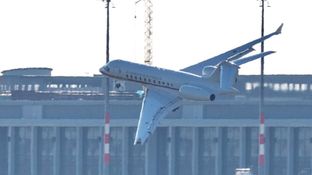 Regierungsflieger Schönefeld Landung