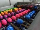 Von wegen Osterhase: Geflügelhof färbt Eier im Akkord (Vorschaubild)