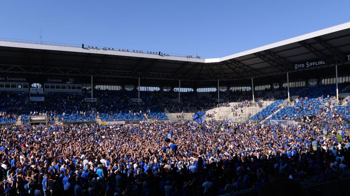 Fußball - Mannheim und Osnabrück steigen auf