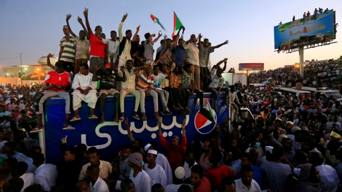 Sudanese demonstrators chant slogans as they attend a mass anti-government protest outside Defence Ministry in Khartoum