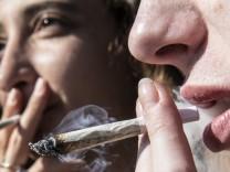Kiffen für legalen Cannabis-Konsum in Berlin