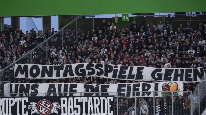 22 04 2019 xkvx Fussball 1 Bundesliga VfL Wolfsburg Eintracht Frankfurt emspor v l Eintracht; Wolfsburg Frankfurt Fans Montagsspiele