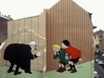 Auf einer Hauswand in Brüssel sind die Comicfiguren Quick und Flupke zu sehen.
