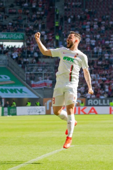 Sport Bilder des Tages Marco RICHTER 23 A nach seinem Tor zum 6 0 Fussball FC Augsburg A V; marco richter