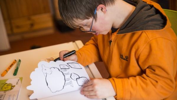 LowRES ACHTUNG !!!  Inklusion in Deutschland: Daniel Schirmer wohnt in Nuthetal und geht zur Parzival Schule in Berlin