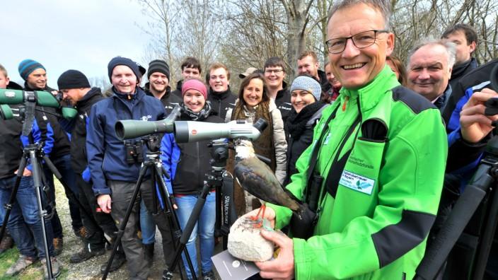 Seefeld: Kiebitze beobachten die Studenten des 2.Semesters der Staatlichen FH für Agrarwirtschaft