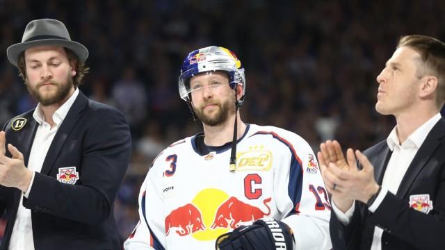 Michael Wolf Muenchen nach der Niederlage und seinem letztem Spiel beim Spiel Adler Mannheim gegen; Eishockey