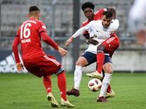 v left Meritan Shabani Bayern Munich FCB 16 Mohamad Awata SV Heimstetten 9 Derrick Köhn K