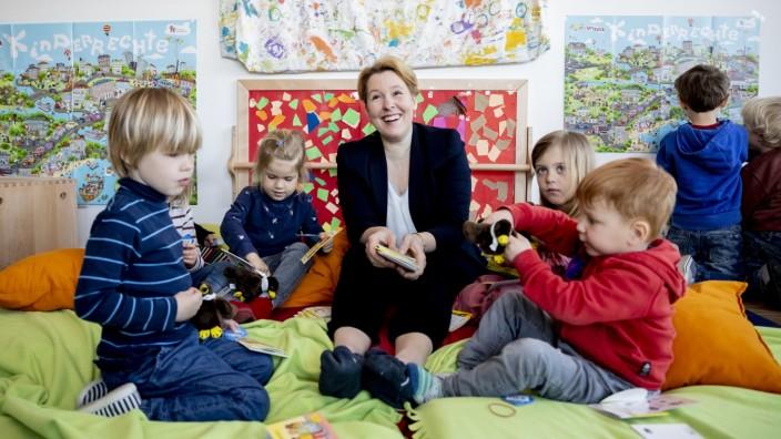 Vorstellung Kinderrechtebuch mit Ministerin Giffey