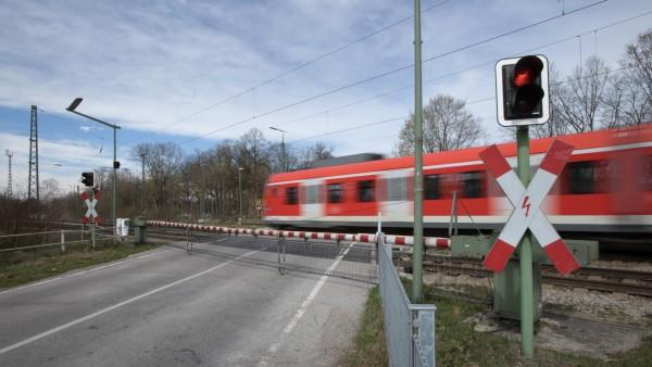 Bahnübergang Graf-Lehndorff-Straße in Riem